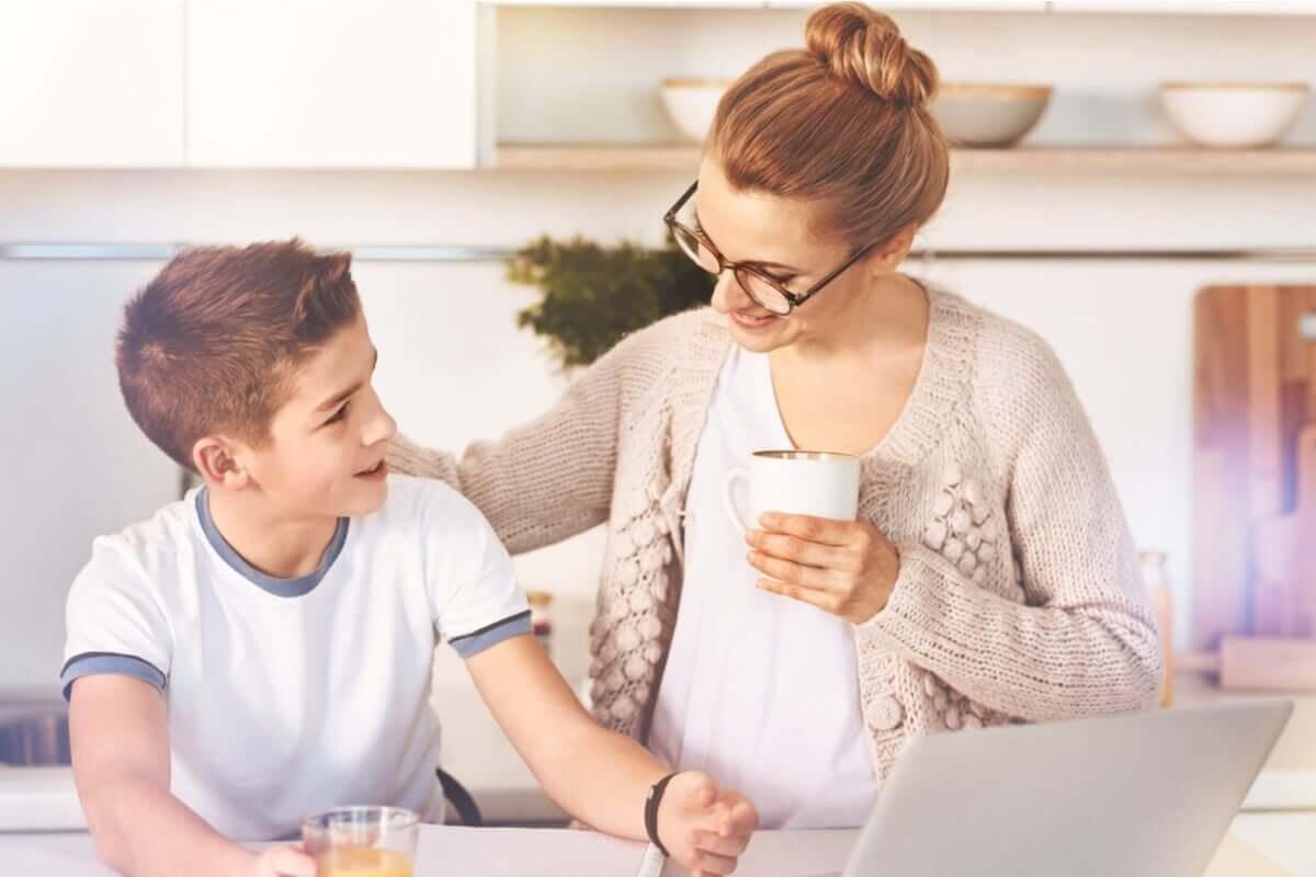 positive Verstärkung - Mutter mit Sohn