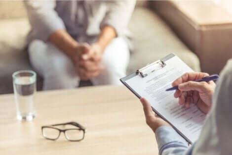 Psychoernährung - Person beim Therapeuten