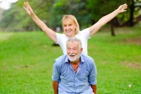 Aktiv Altern besteht laut der WHO darin, das Wohlbefinden auf drei Ebenen zu optimieren