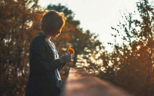 Positive Einsamkeit bietet die Gelegenheit, mit sich selbst zu verbinden