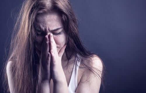 Deviktimisierung - weinende Frau