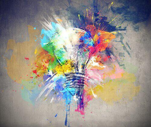 Gehirnstimulation - Kreativität als bunte Glühbirne