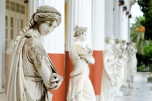 Der Mythos der Musen - Statuen