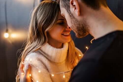Liebe macht uns intelligenter - verliebtes Paar