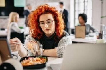 Essen aus Langeweile: Wie kommt es dazu?
