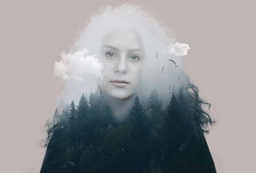 Aporie - Frau in Wolken und Wald