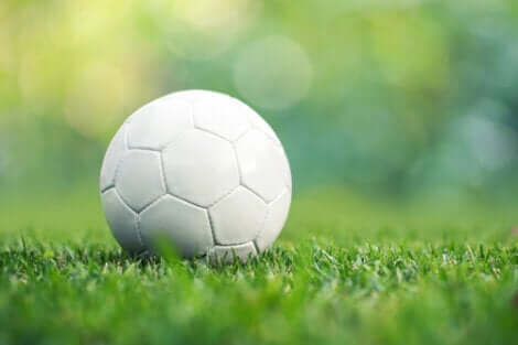 Gahuku-Gama - weißer Fußball