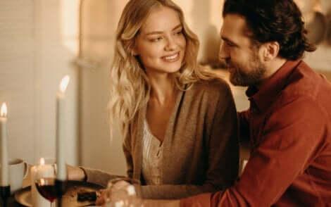 Liebe und Verantwortung - Paar beim Essen