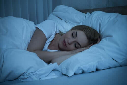 Schlafqualität - Frau schläft