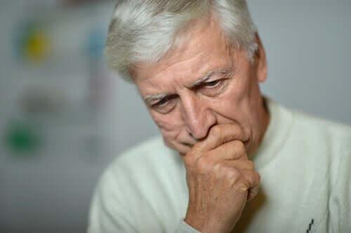 Langzeitarbeitslosigkeit - besorgter Mann