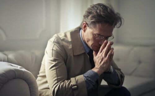 nicht genügend wertgeschätzt - trauriger Mann