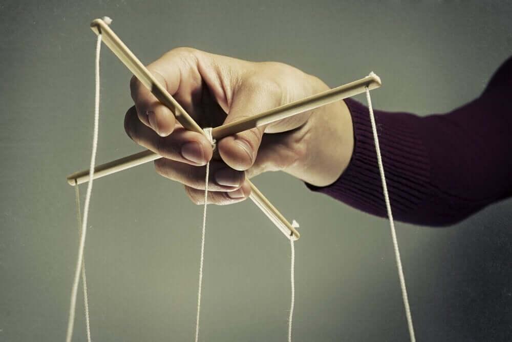Manipulationstechniken - Schnüre einer Marionette