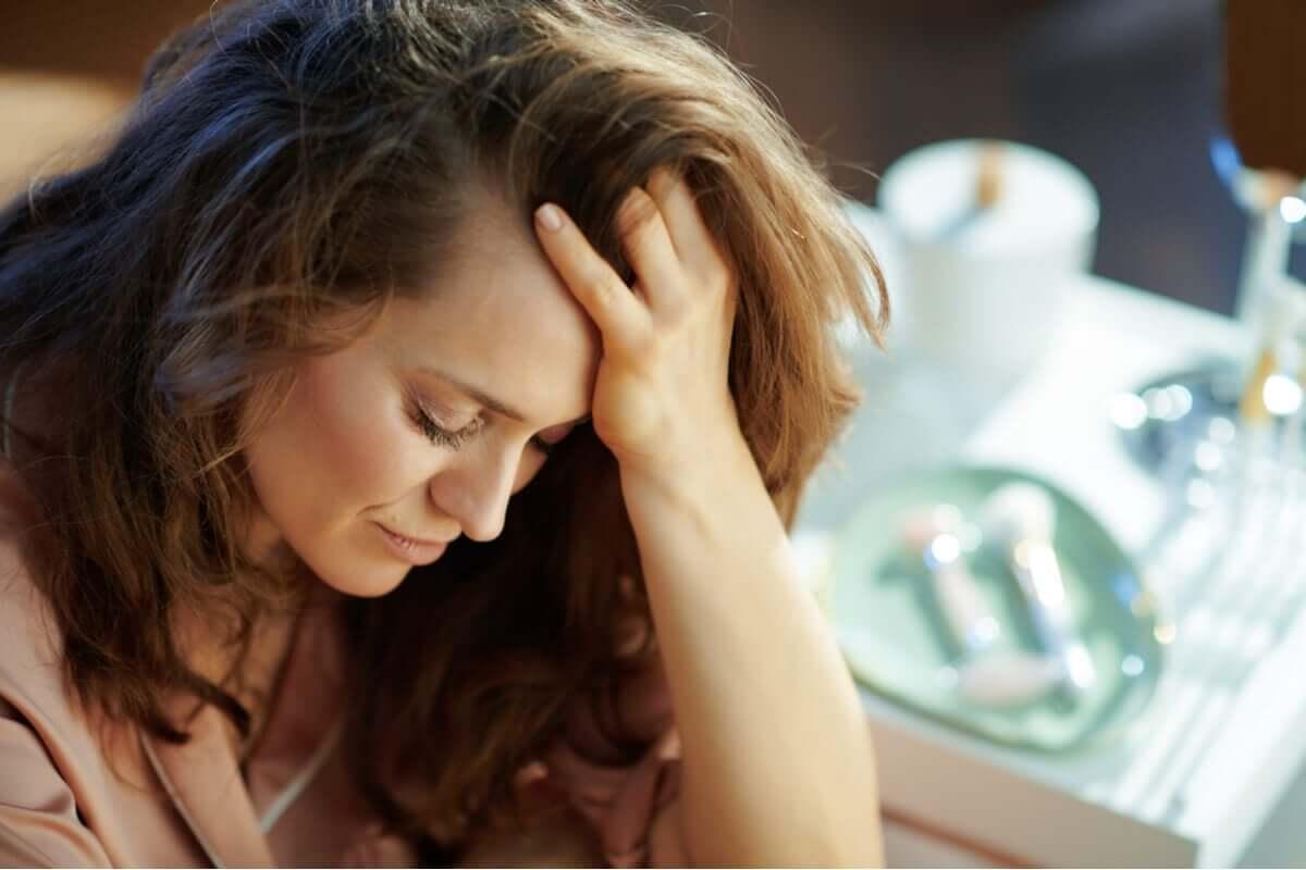 Selbstmissbrauch - besorgte Frau
