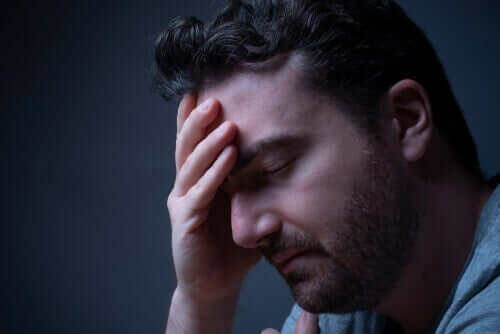 Zusammenhang mit Angst - besorgter Mann