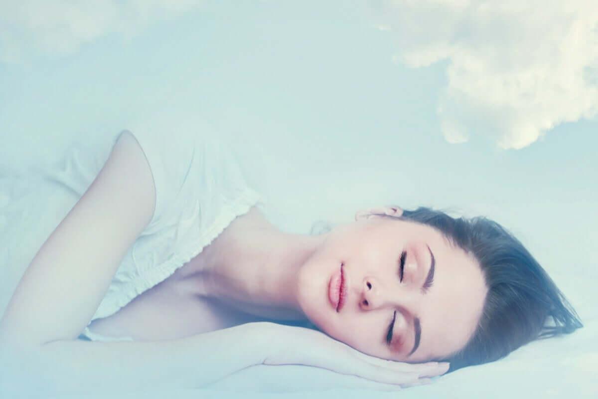 kuriose Träume - träumende Frau