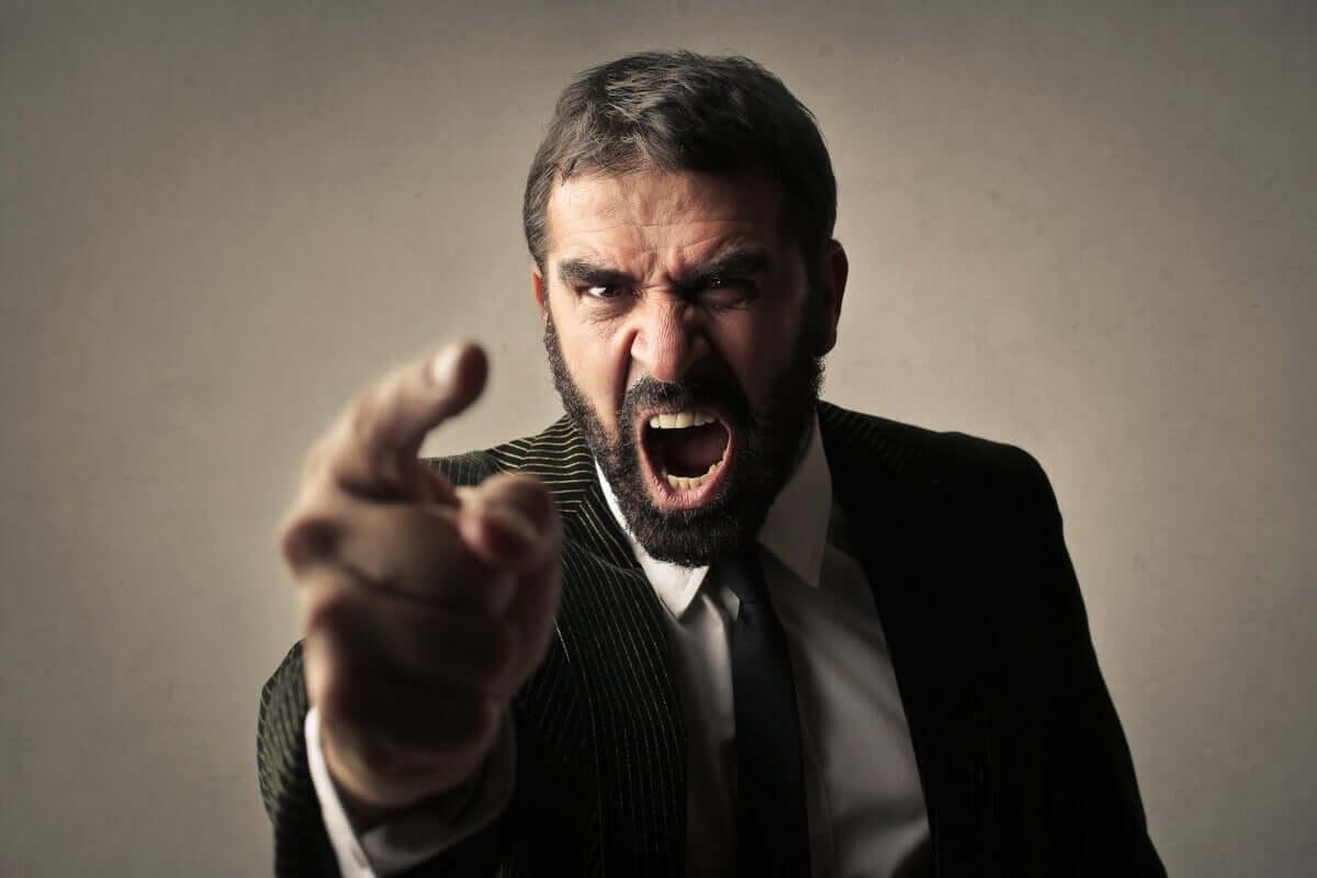 Die Kontrolle verlieren - aggressiver Mann
