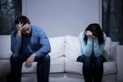 mit deinem Partner - Paar nach einem Streit