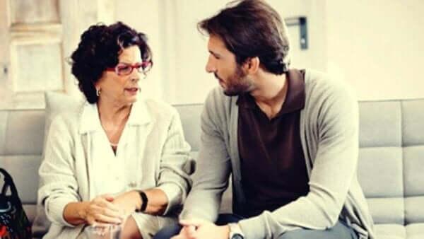 Kontrollierende Eltern mit erwachsenen Kindern