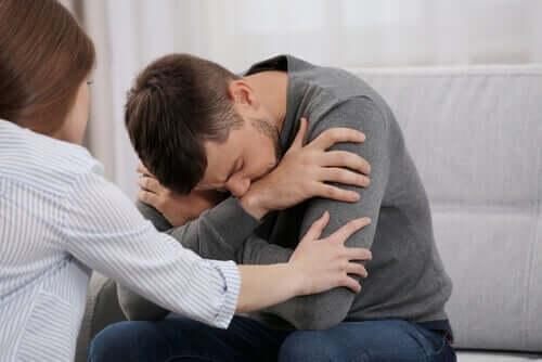 Verspottet der ausweichende Partner die Emotionen des anderen, so führt dies zu Unsicherheit