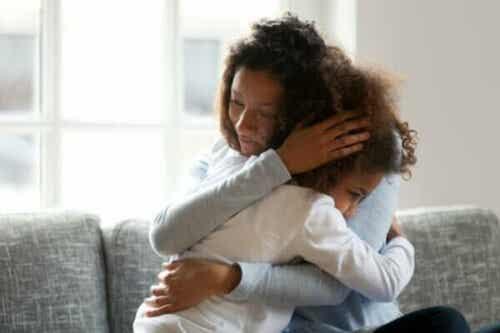 Wie du mit einem Kind über den Tod sprechen kannst