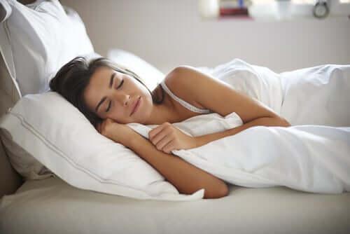 Kann weißes Rauschen dabei helfen, besser zu schlafen?