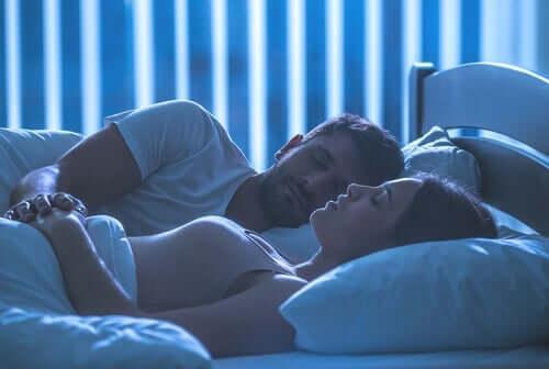 Postkoitale Tristesse - schlafendes Paar