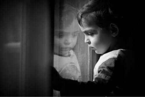 Kinder können manchmal Verhaltensweisen aufzeigen, die nichts mit ihrem Charakter zu tun haben