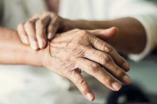 Der Tremor ist ein typisches Symptom bei Parkinson