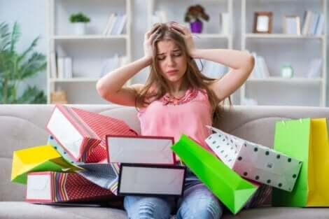 zwanghaftes Kaufen - verzweifelte Frau