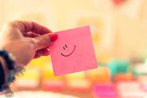 Ein Klebezettel mit einem Smiley darauf