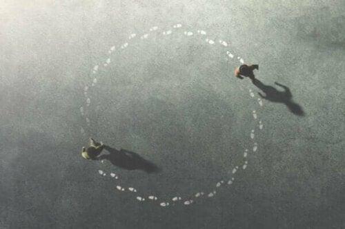 Zwei Menschen, die sich im Kreis drehen