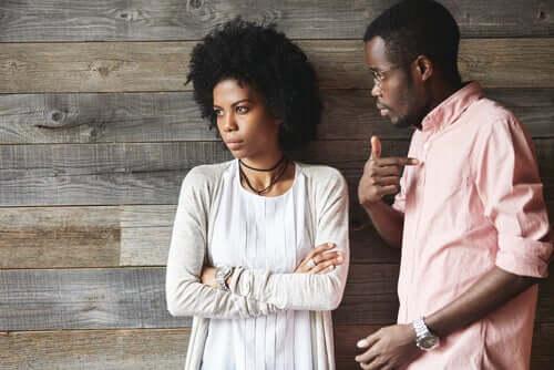 Diskussion zwischen Mann und Frau