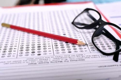 Binet entwarf einen Test, um zu versuchen, die intellektuellen Fähigkeiten von Kindern zu messen