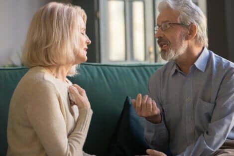 eine neue Beziehung aufbauen - Paar im Gespräch