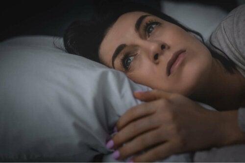 Eine Frau mit Schlaflosigkeit