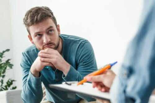 Einen Psychologen aufsuchen: Warum es für viele so schwierig ist, diese Entscheidung zu treffen