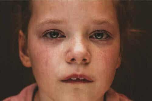 Die Konsequenzen, die sich ergeben, wenn ein Kind von einem Elternteil verlassen wird