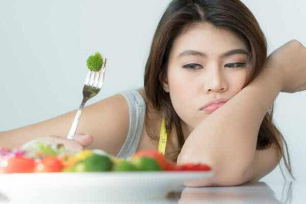 Nahrungsmittelphobien - Frau mit Unlust auf Essen