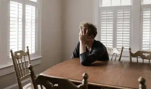 Ein Mann leidet unter einem Erschöpfungssyndrom.