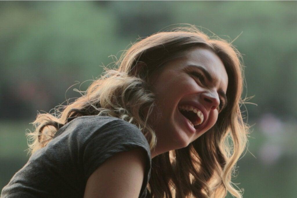 Warum ist Lachen ansteckend? Opioide, Glück und soziale Bindungen