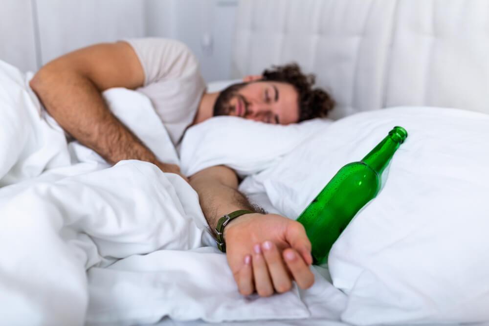 Wie wirkt sich Alkohol vor der Nachtruhe auf den Schlaf aus?