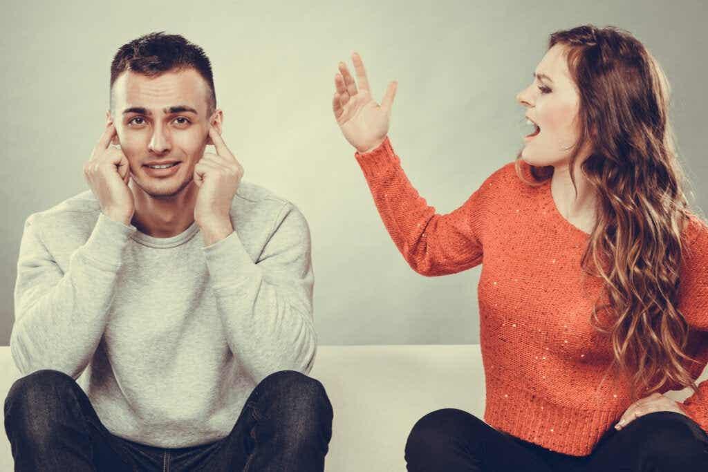 Agnorante Persönlichkeit: die subtile Kombination aus Arroganz und Ignoranz