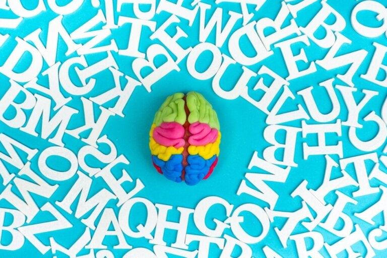 Semantische Sättigung: Warum klingen vertraute Wörter nach häufiger Wiederholung fremd?