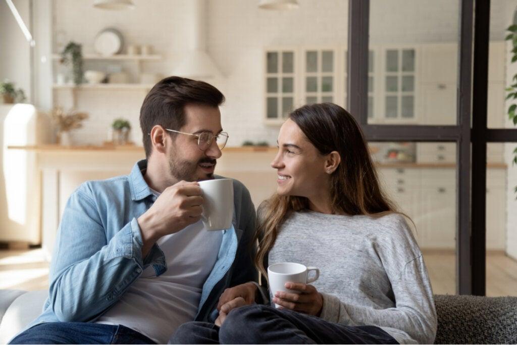 Stimmt es, dass sich Paare mit den Jahren immer ähnlicher sehen?
