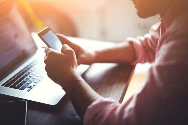 Wissenschaftliche Studie: Multitasking mit digitalen Medien beeinträchtigt das Gedächtnis